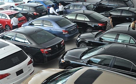 Giá ô tô cũ giảm mạnh